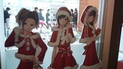 コナスタ前の3人等身大POP(クリスマスVer.)